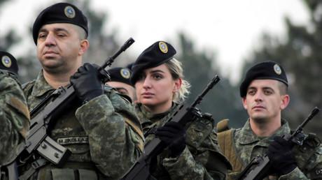 Les membres des forces de sécurité du Kosovo défilent à Pristina le 13 décembre 2018.