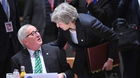 Jean-Claude Juncker et Theresa May, le 14 décembre 2014.