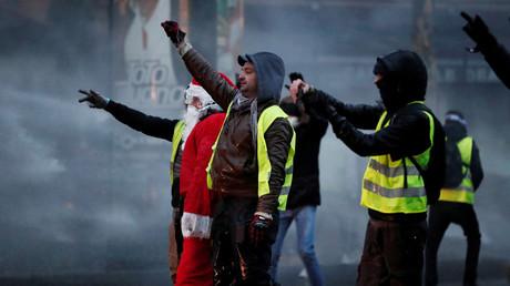Police contre Gilets jaunes : quelques heurts à Paris lors de l'acte 5 des Gilets jaunes (VIDEOS)