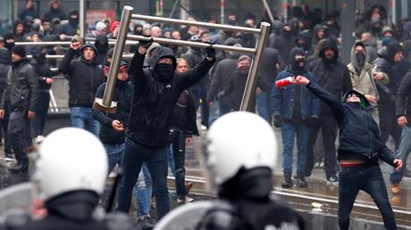 «Marche contre Marrakech» : affrontements près de la Commission européenne à Bruxelles (IMAGES)