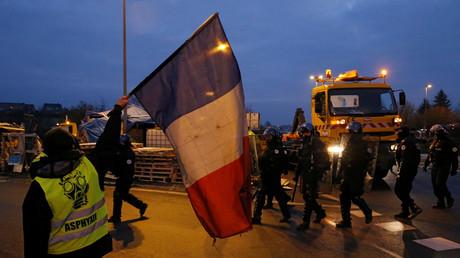 Des Gilets jaunes organisent une action à Fontaine-Notre-Dame.