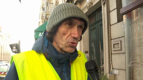 Affiche retouchée par France 3 : l'auteur de la pancarte, Voltuan, juge cela «révoltant» (ENTRETIEN)