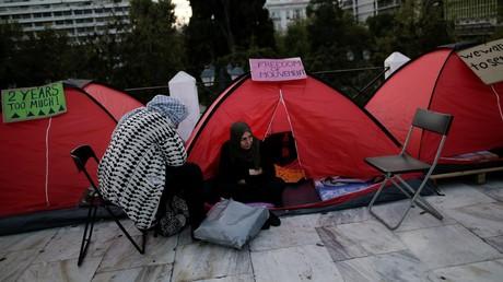 Des réfugiées manifestant devant le Parlement grec à Athènes, afin de pouvoir rejoindre des parents vivant en Allemagne, le 1er novembre 2017 (image d'illustration).