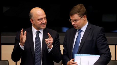 Les commissaires européens Pierre Moscovici et Valdis Dombrovskis, également vice-président de la Commission européenne, en octobre 2018.
