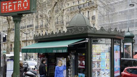 Kiosque parisien.
