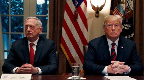Le secrétaire à la Défense démissionnaire Jim Mattis aux côtés du président américain Donald Trump, à la Maison Blanche le 23 octobre.