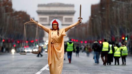 Lors de l'acte 6 des Gilets jaunes à Paris, une femme se présente en Marianne, symbole de la République française (image d'illustration).