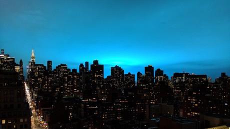 New York sous une étrange lumière bleue, le 27 décembre.