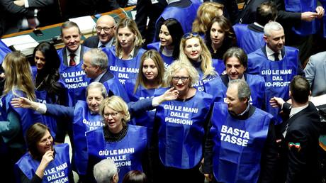 Italie : des Gilets bleus pro-Berlusconi font leur apparition à la Chambre des députés