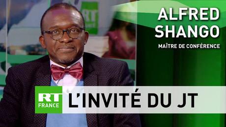 Alfred Shango, maître de conférence à la Sorbonne-Nouvelle, sur le plateau de RT France.