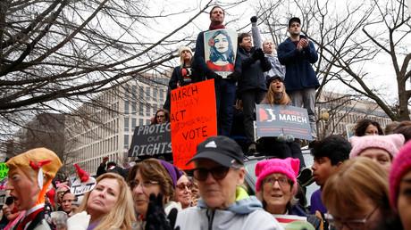 Californie : trop de participants «blancs», une manifestation féministe est finalement annulée