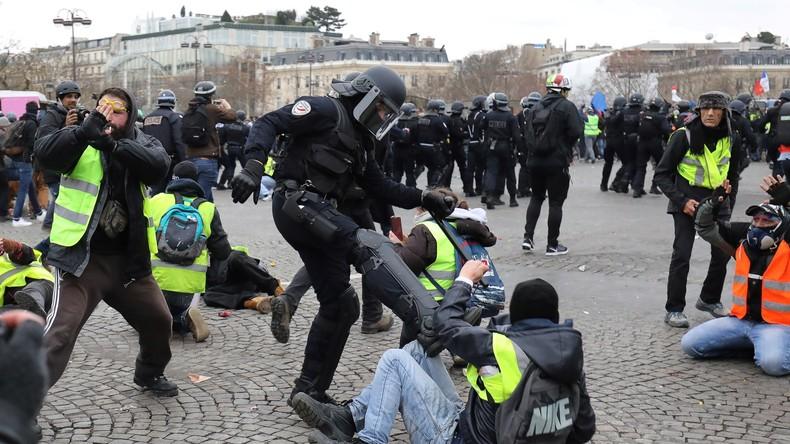 """Résultat de recherche d'images pour """"violence policière gilet jaune"""""""