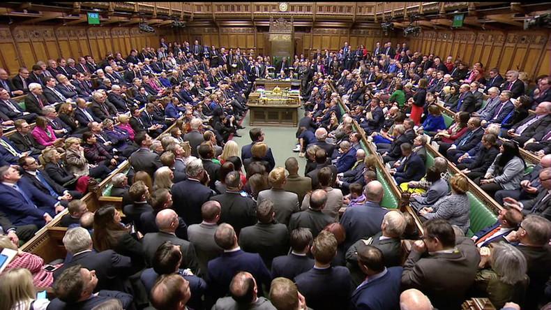 Les députés britanniques rejettent massivement l'accord de Brexit négocié par Theresa May