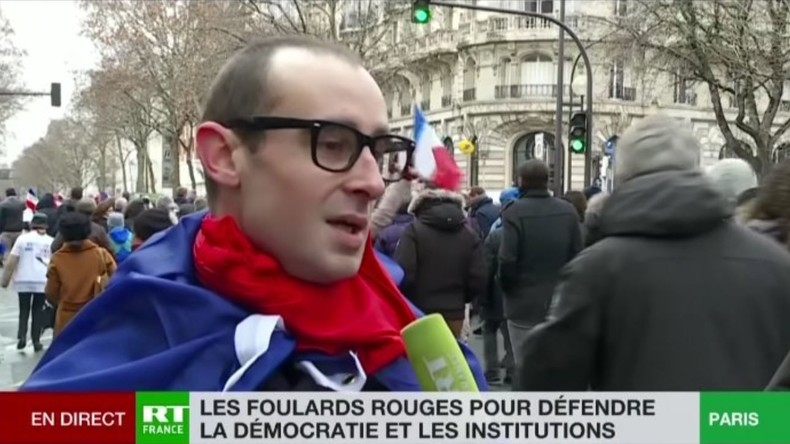 Foulards rouges : «l'européiste» David, interrogé par RT France, était un imposteur 5c4ed3c1488c7b7b128b4568