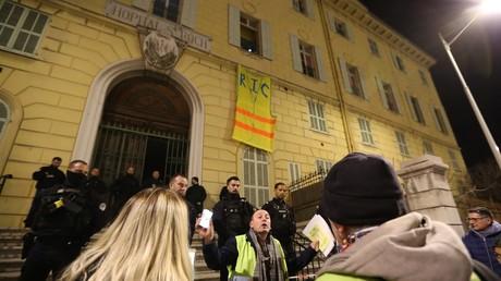 Nice : la police déloge des Gilets jaunes qui s'étaient installés dans un hôpital désaffecté