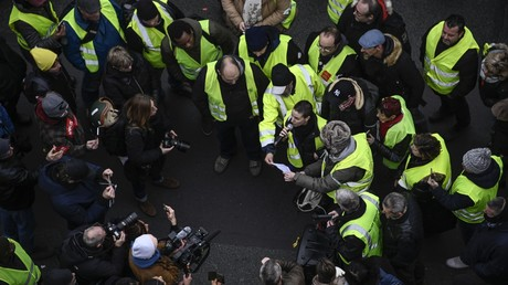 Un Gilet jaune s'adresse aux médias place de la Bourse à Paris, le 5 janvier (image d'illustration).