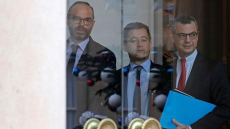 Gérald Darmanin (au centre), le 19 décembre 2018.