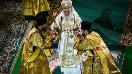 Le patriarche russe Kirill célèbre la messe de Noël à la cathédrale du Christ-Sauveur à Moscou, le 6 janvier 2019.
