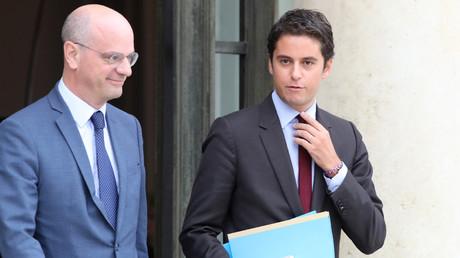 Le ministre de l'Education nationale et de la Jeunesse, Jean-Michel Blanquer, accompagné du secrétaire d'Etat rattaché au ministère, Gabriel Attal, le 17 octobre 2018.