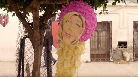 Des enfants frappent une pinata à l'effigie de Le Pen : un clip de Médine et Booba indigne le RN