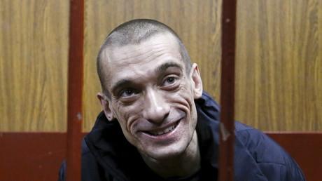 Incendie à la Banque de France : l'artiste russe Piotr Pavlenski dédie son procès au Marquis de Sade