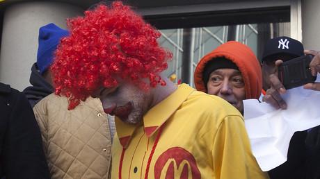 Israël : un Ronald McDonald crucifié provoque des affrontements à Haïfa (IMAGES)