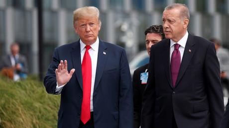 Les présidents américain et turc au sommet de l'OTAN à Bruxelles, le 11 juillet 2018 (image d'illustration).
