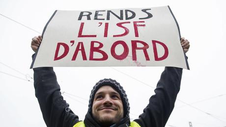 Un manifestant Gilet jaune à Nantes le 15 décembre 2018, réclamant le retour de l'ISF.