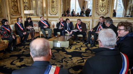 Le 14 janvier, Emmanuel Macron reçoit Vanik Berberian, président de l'AMRF (Association des Maires Ruraux de France), à la veille du lancement du grand débat national, censé répondre à la crise des Gilets jaunes (image d'illustration).