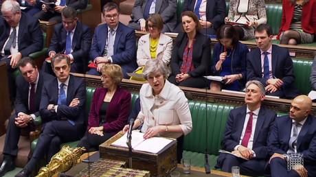 Le Premier ministre britannique Theresa May durant son discours devant la Maison des Communes le 14 janvier, tenant d'infléchir le vote sur l'accord du Brexit prévu le lendemain.