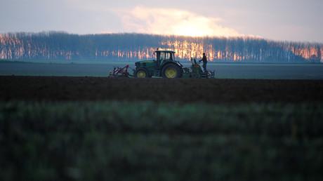 #BalanceTonPort : contre les importations, des agriculteurs bloquent le port de Dunkerque (IMAGES)