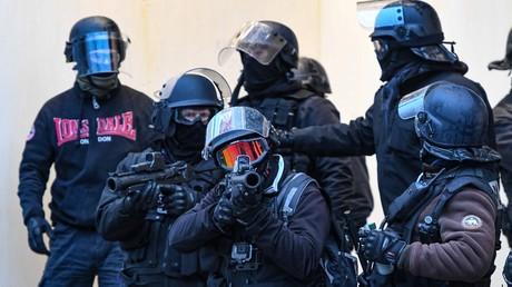 Le gouvernement exclut l'idée d'abandonner l'usage des LBD dans les manifestations