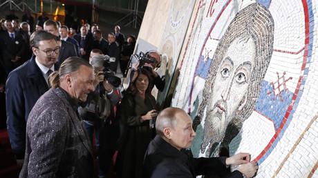 Vladimir Poutine s'est rendu à l'église Saint-Sava à Belgrade, le 17 janvier.