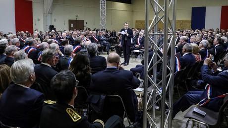 Emmanuel Macron prend la parole dans le cadre du Grand débat national, le 18 janvier,  à Souillac, dans le sud de la France.