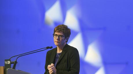 Gilets jaunes : la présidente de la CDU s'inquiète de la situation en France