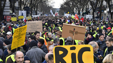 Revendications des Gilets jaunes, Grand débat national, médias... RT France au cœur de l'acte 10