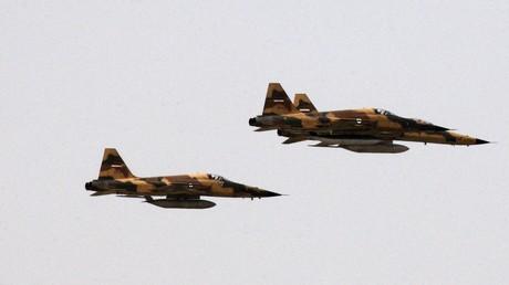 Des avions de guerre iraniens participent à un défilé militaire à Téhéran en septembre 2009 (image d'illustration).