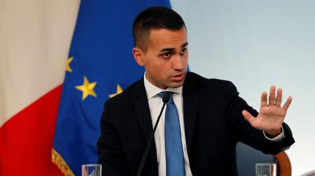 Luigi Di Maio, prend la parole lors d'une conférence de presse à l'issue d'une réunion au palais de Chigi, à Rome, le 20 octobre 2018.