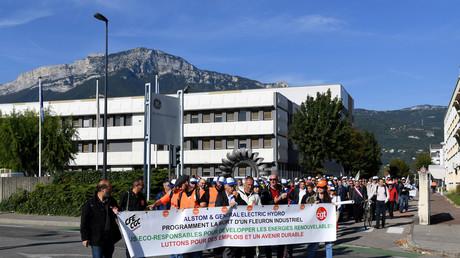 Des employés de GE Hydro manifestent pour la défense de l'emploi sur le site grenoblois de cette ancienne filiale d'Alstom qui produit des turnines pour les pbarrages élecytriques le 22 septembre 2017.