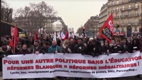 Professeurs et étudiants défilent à Paris contre les réformes de l'éducation