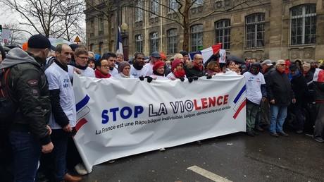 Les Foulards rouges défilent le 27 janvier à Paris.