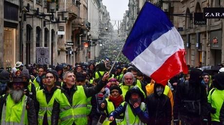 Des Gilets jaunes mobilisés à Bordeaux le 15 décembre 2018, pour l'acte 5 de la mobilisation.