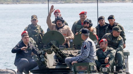 Venezuela : redoutant une intervention étrangère, Maduro apparaît au contact de ses troupes (VIDEOS)