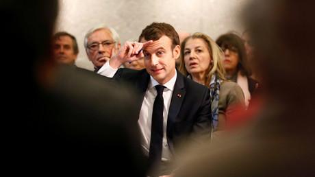 Emmanuel Macron assiste à une réunion dans le cadre du Grand débat national à Bourg-de-Peage, près de Valence, le 24 janvier 2019.