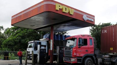 Le logo de la compagnie pétrolière nationale vénézuélienne PDVSA dans une station-service à Cupira, au Venezuela, le 16 décembre 2018.