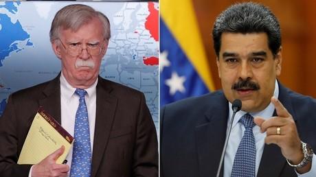 A gauche : John Bolton, conseiller américain à la sécurité nationale. A droite : Nicolas Maduro, président du Venezuela.