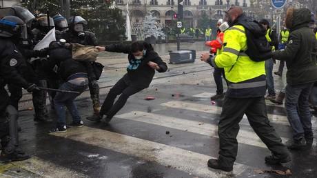 Heurts entre forces de l'ordre et GIlets jaunes à Tours le 1er décembre 2018 (image d'illustration).