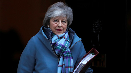 Theresa May, Premier ministre britannique sortant de Downing Street à Londres le 30 janvier 2018.