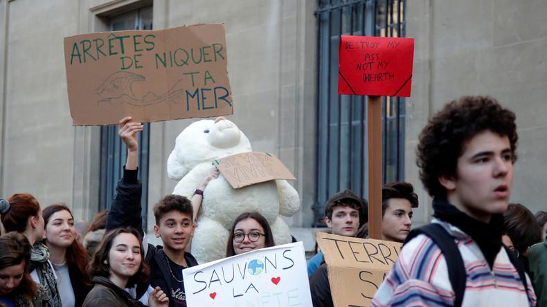 1f4e0b45ec0 Des jeunes bloquent un ministère pour leur première grève pour le climat  (PHOTOS)