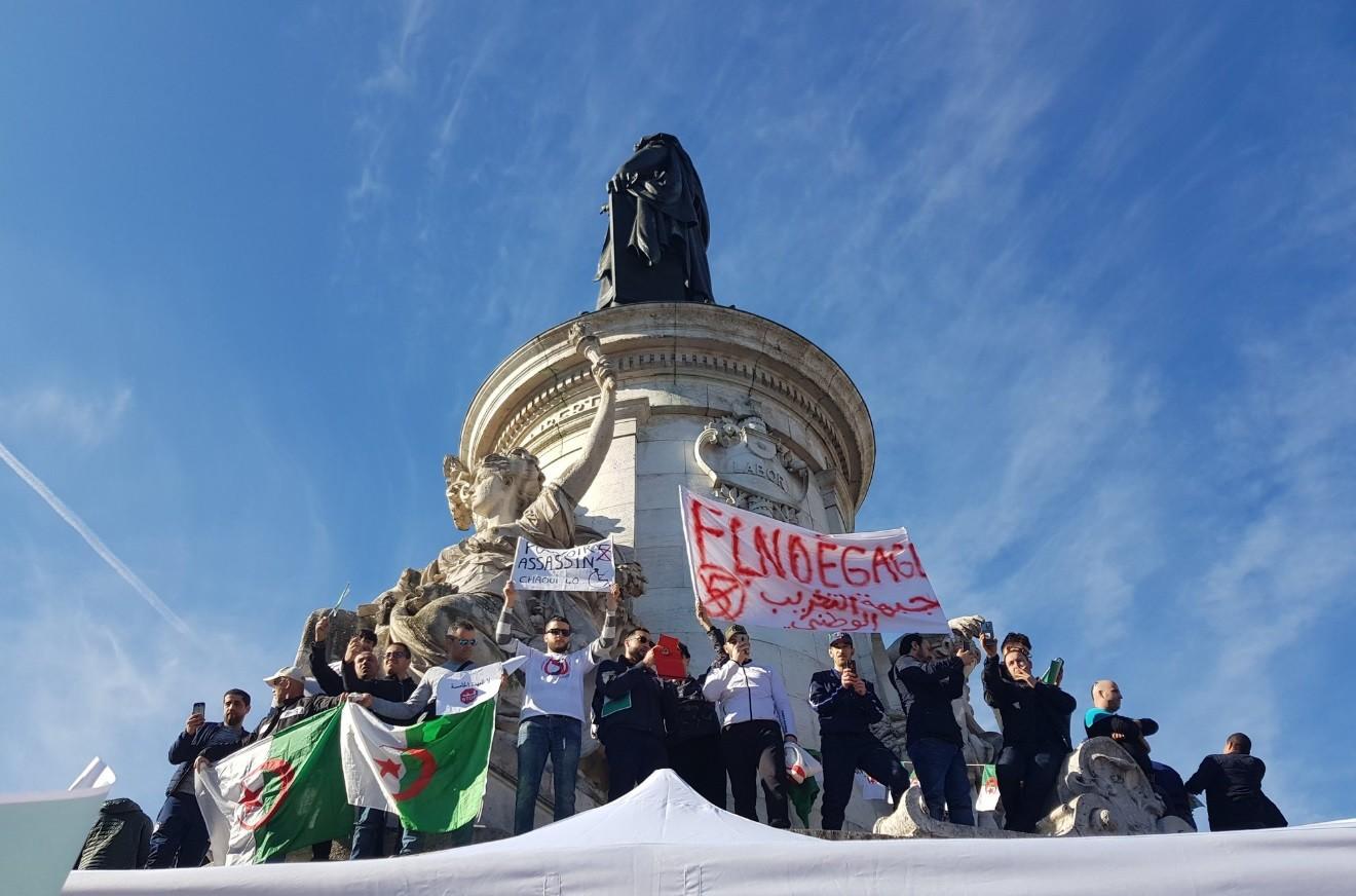 «Pouvoir assassin !» : manifestation à Paris contre un cinquième mandat de Bouteflika (VIDEOS)